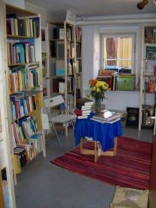"""...und falls Sie Ihre Bücher """"entsorgen"""" möchten - unser Antiquariat freut sich darauf!"""